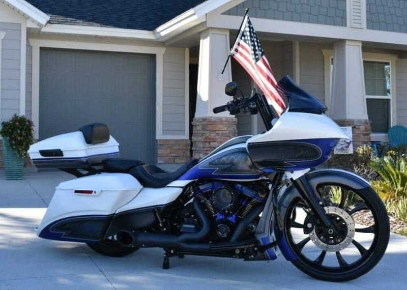 2019 Harley-Davidson Touring White/Gray with Blue Highlights used for sale craigslist